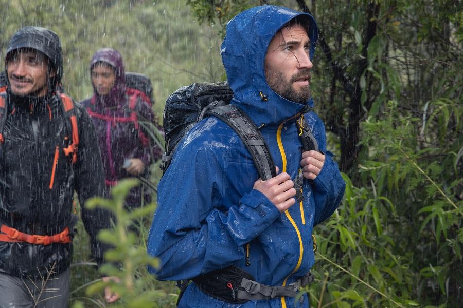 Как не промокнуть в походе: 8 важных правил
